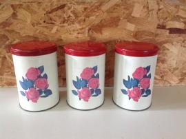 Set van 3 Tomado bussen. Wit met rode rozen.