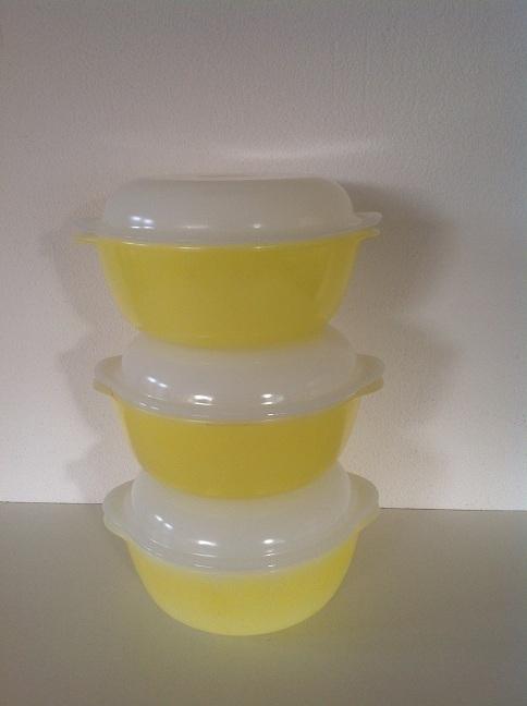 Arcopal. Pastel geel. Schaal met deksel. 20 cm.
