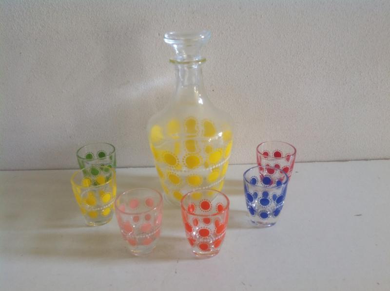 Borrelset. Glazen fles met 6 glazen. 60's.
