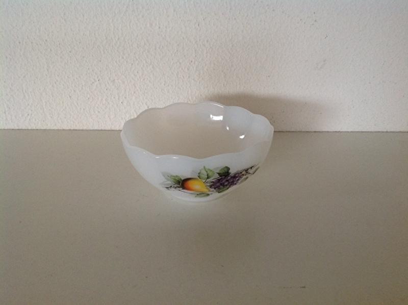 Arcopal. Ronde schaal met schulprand. 15 cm.