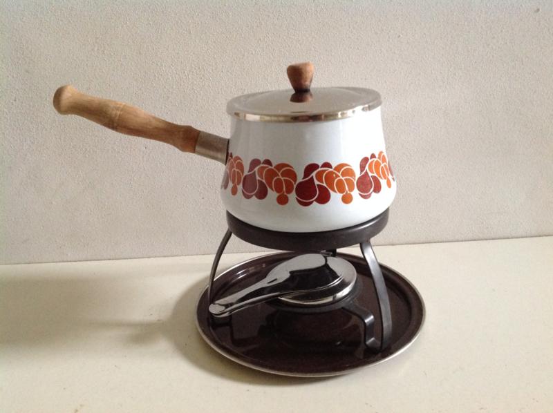 Emaille fondue set.