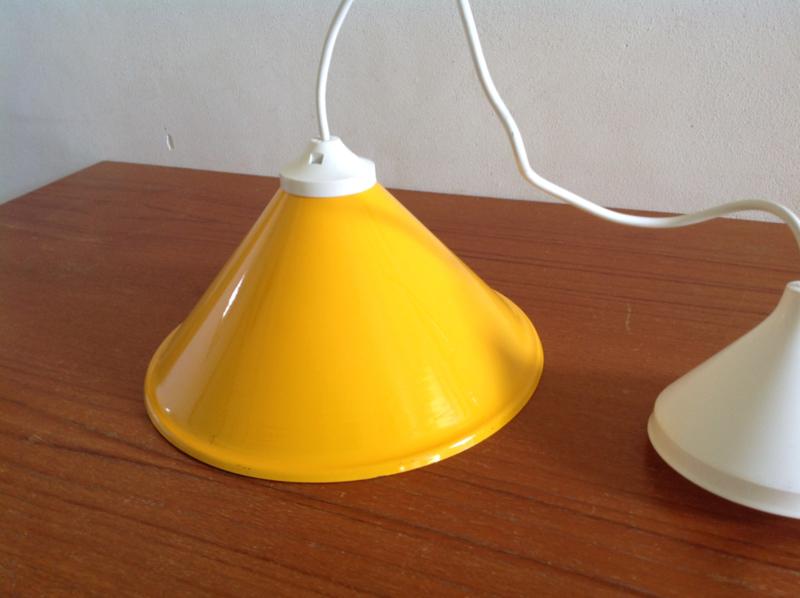 Hanglamp. Okergeel.