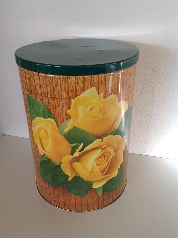 Tomado chips blik. Gele rozen. Groot.