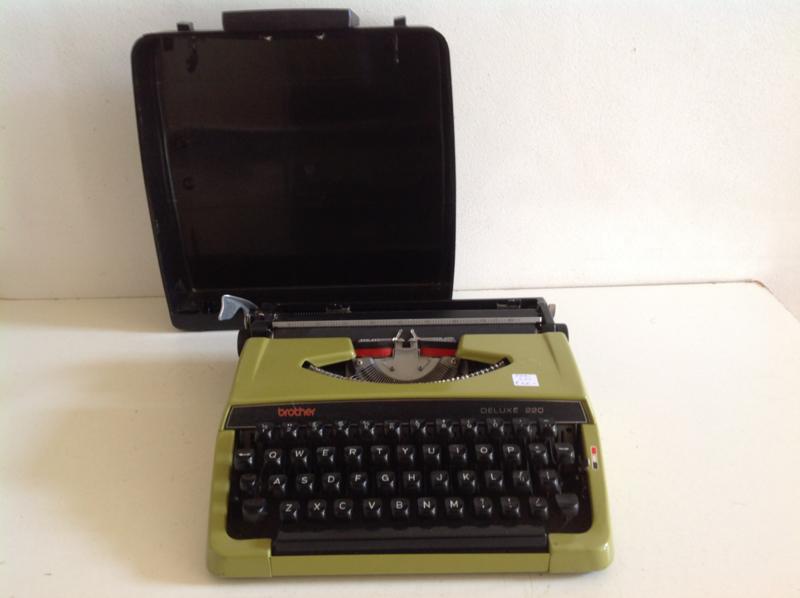 Type machine. Merk: Brother de luxe 220. 70's.