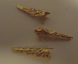 Goud aluminium hoorntjes 3 cm  x 0,5 cm  per stuk