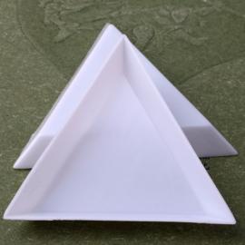 Plastic driehoek bakje om steentjes in te sorteren