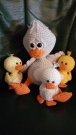 Moeder eend met haar Kuikens