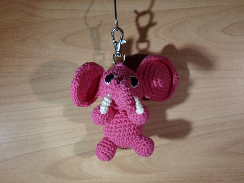 Roze olifantje als sleutelhanger.