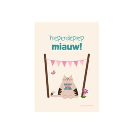 Wenskaart 'Hieperdepiep Miauw!' - katje met geschenk