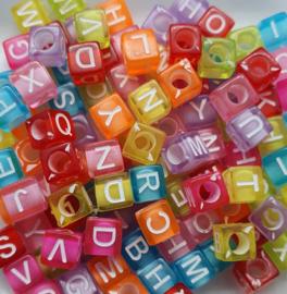 Mix van 100 Gekleurde Vierkante Letter Kralen 6mm II