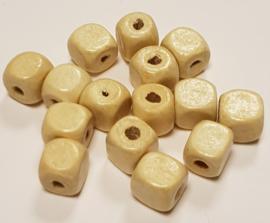 15 Vierkante Houten gelakte Kralen 10mm
