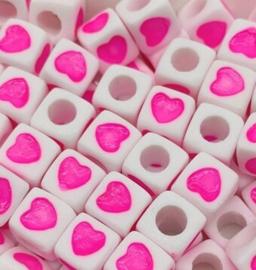 50 Vierkante Kralen met Hartje Roze 7mm