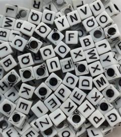 Mix van 150 Witte Vierkante Letter Kralen 6mm
