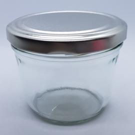 Glazen potje uit boek Bizzybee 230ml met zilveren deksel 77mm
