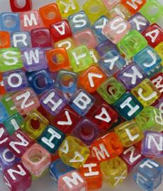 Mix van 100 Gekleurde Letter Kralen 7mm