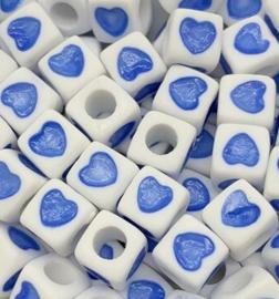 50 Vierkante Kralen met Hartje Blauw 7mm