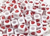 50 Vierkante Kralen met Hartje Rood 6mm