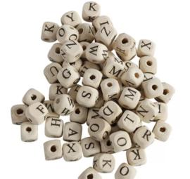 Houten letterkralen 10 mm deze letterkralen gaan uit de collectie !