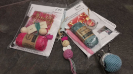 Haakpakketje klein portemonneetje met sleutelhanger