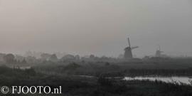 Kinderdijk in de mist (Poster)