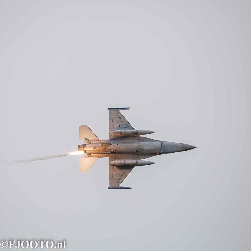F-16 met flare (Canvas 2cm)