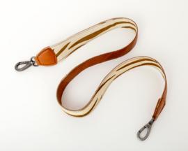 Bag2Bag - Schouderband met vachtje - cognac 110 cm