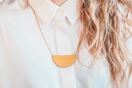 Dubbelzijdige halsketting mosgroen- goud- natuurkleur