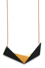 Geometrische halsketting zwart- goud- natuurkleur