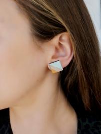 Vierkante oorstekers met gravure - munt-goud