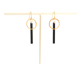 Oorhangers met staafje en ring- zwart-goud