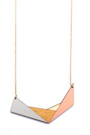 Geometrische halsketting grijs- goud- natuurkleur- zalm