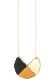 Dubbelzijdige geometrische halsketting zwart- goud- natuurkleur