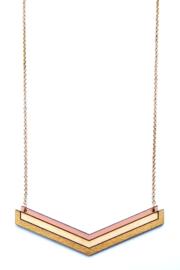 Geometrische halsketting zalm- natuurkleur- goud