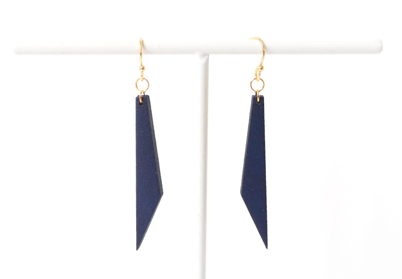 Oorhangers staafje met schuine rand - donkerblauw