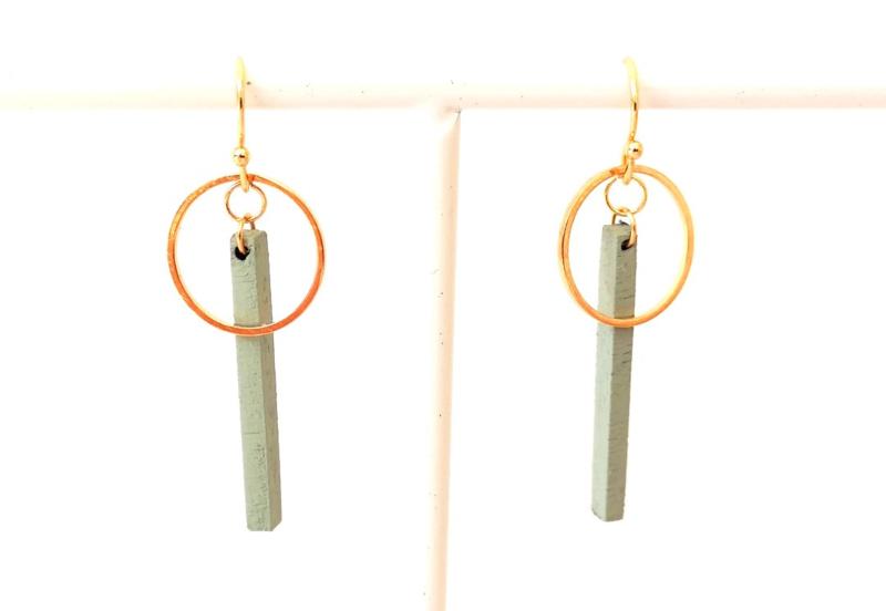 Oorhangers met staafje en ring- munt- goud