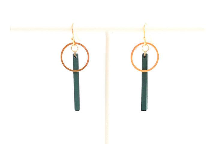 Oorhangers met staafje en ring- donkergroen- goud