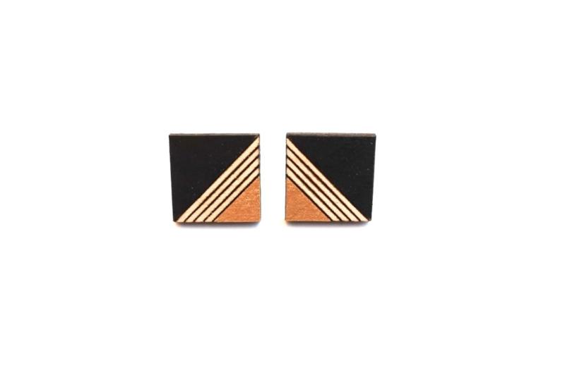 Vierkante oorstekers met gravure - zwart-goud