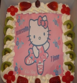 hello kitty taart 15 personen