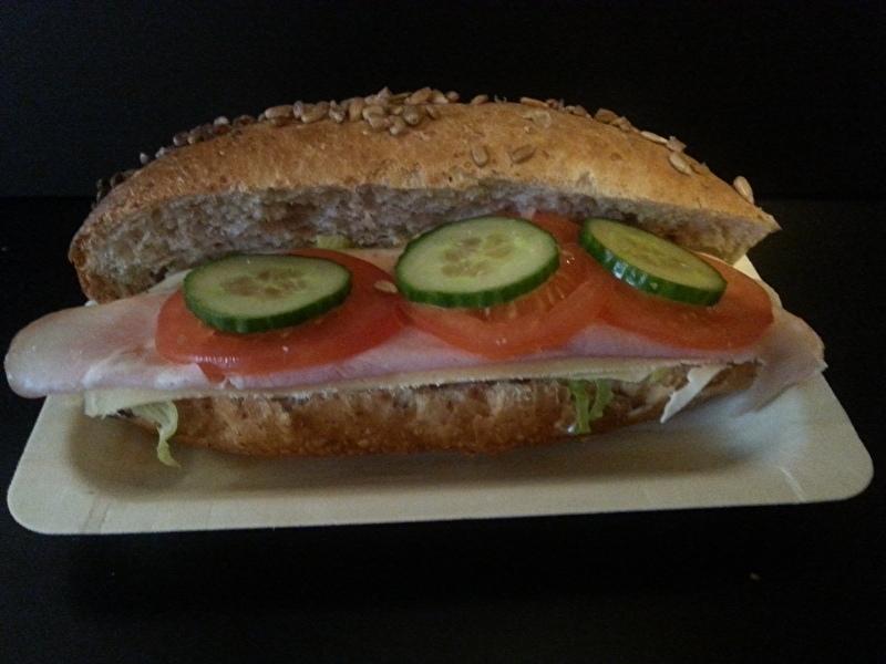 hard wit /bruin broodje gezond ham  kaas sla komkommer tomaat