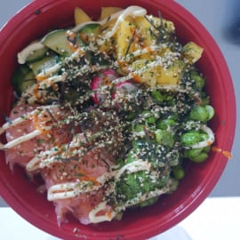 POKÉ BOWL  PULLED SALMON € 15,00