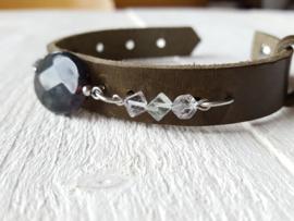 Leren armband olijfgroen met edelstenen