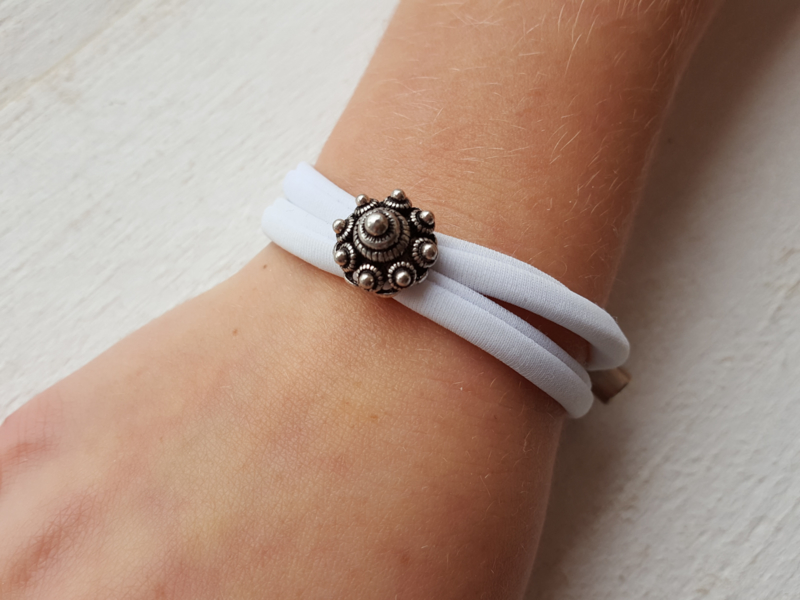 Armbandje Zeeuwse knop wit