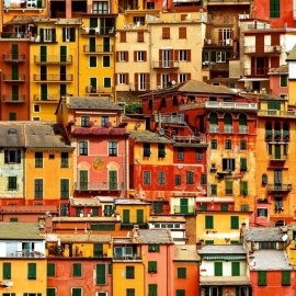 Just Like It! behang J707-02 Kleurrijke Huizen geel