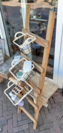 Laddertje met mandjes