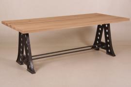 Industriële Eettafel met Zwart Gietijzeren onderstel  100 x 220