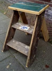 Handgemaakt houten trapje voor decoratie