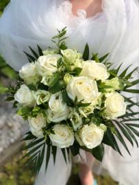 Elegante klassieke bruidsboeketten