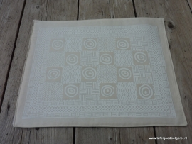 Placemat large cubes & circles white on cream
