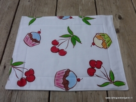 Placemat cupcakes & cherries