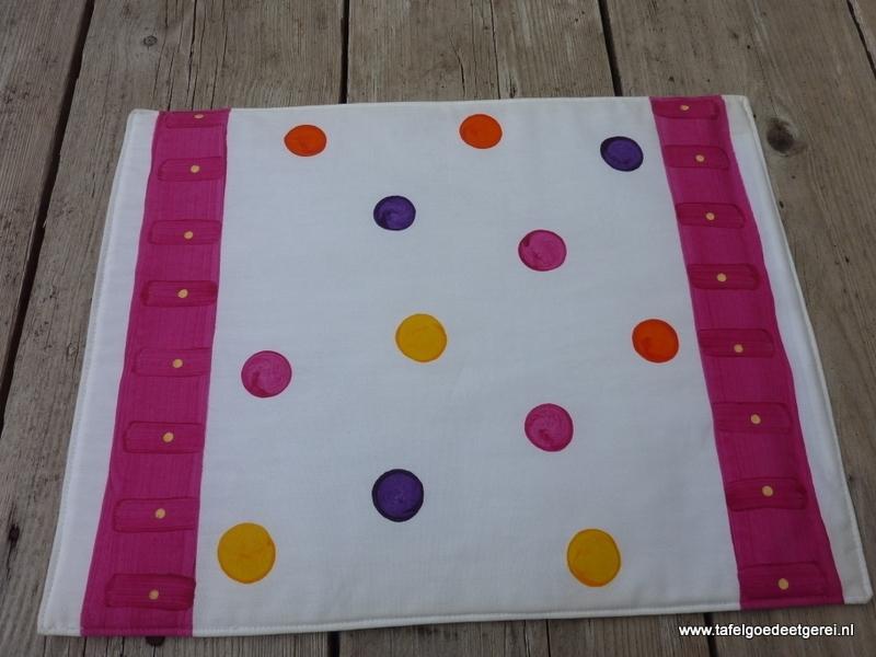 Placemat fuchsia polka dot